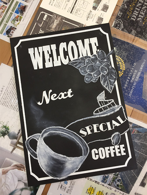 市場カフェでチョークアート完成写真