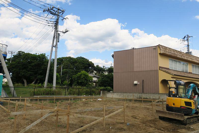 千葉県モデルハウス(ZERO-CUBE +BOX SKY BALCONY)の建築スタート。整地から。