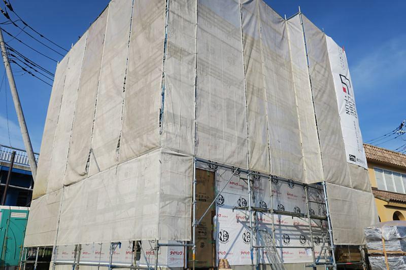 千葉県千葉市稲毛区黒砂モデルハウス(ZERO-CUBE +BOX SKY BALCONY)建築中。透湿防水シート施工。