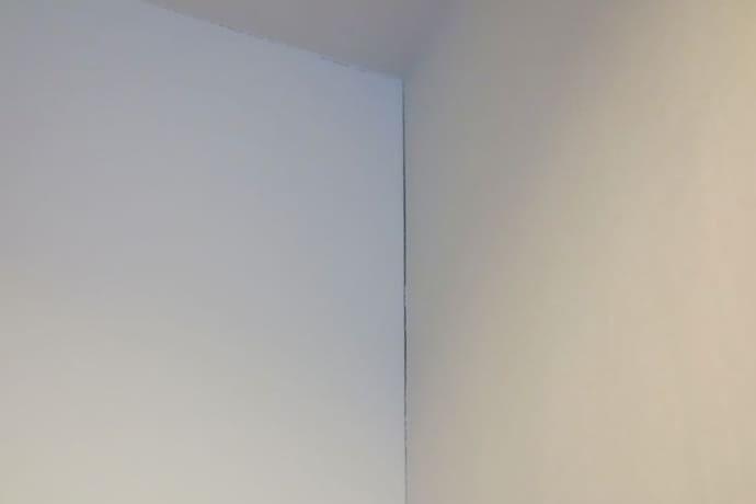 壁と壁の突合せ部分