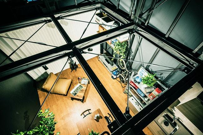 DAYTONA HOUSE(デイトナハウス)ガレージアパートメント「GLB」足立 BLACK HANGAR 2315 吹き抜けの空間